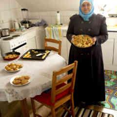 057 2017 Amina In Kitchen 5 Kb 9675